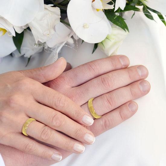 illustrasjon med hånd av gifteringer