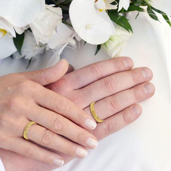 illustrasjon med hånd av gifteringer-240404