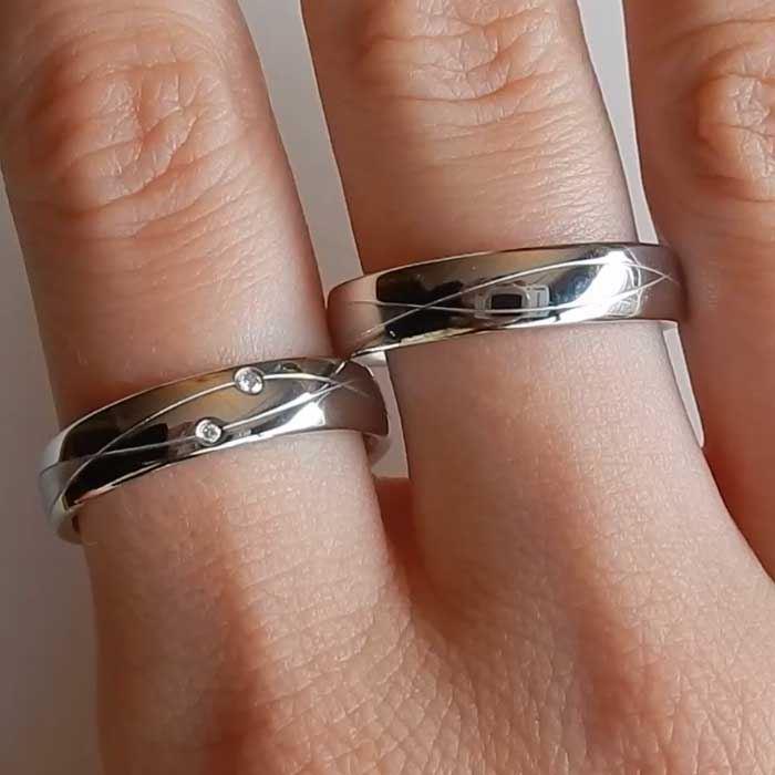 illustrasjon med hånd av forlovelsesringer - 4808075