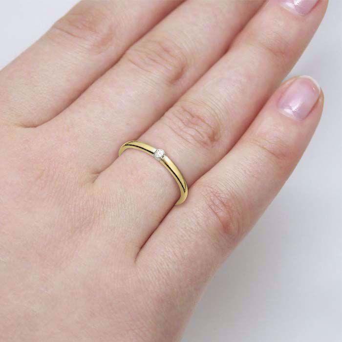 illustrasjon med hånd av diamantring - 51000270