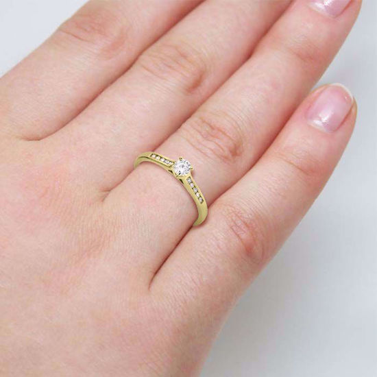illustrasjon med hånd av diamantring - 51000350