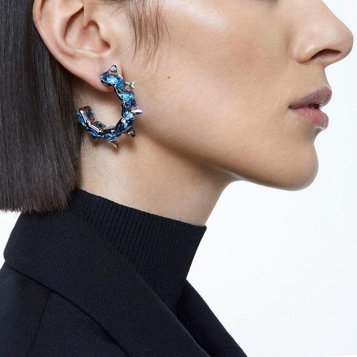 Swarovski øredobber Chroma hoop earrings Blue, rhodium plated - 5600894