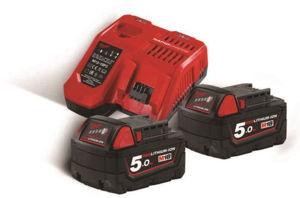 Milwaukee lader med to batteri 18 volt